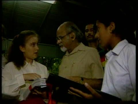 vídeos y material grabado en eventos de stock de jenny osgood and indian school children present tiger protection petition to prime minister gujral delhi oct 1997 - petición