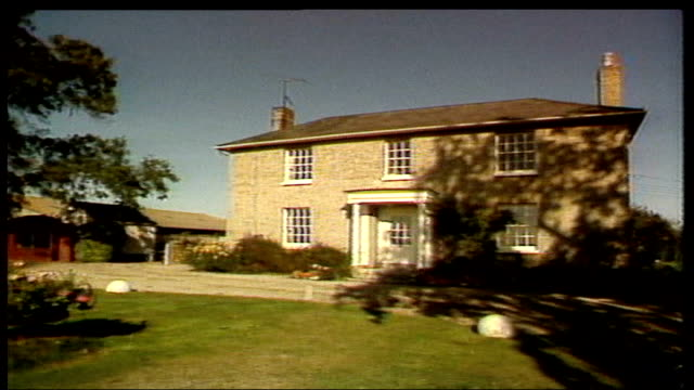 lawyer considers legal action lib england essex tolleshunt d'arcy farmhouse where murders took place zoom in - farmhouse stock videos & royalty-free footage