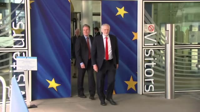 jeremy corbyn and keir starmer outside the european commission headquarters in brussels - jeremy corbyn stock-videos und b-roll-filmmaterial
