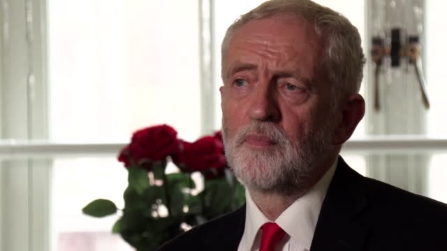 stockvideo's en b-roll-footage met jeremy corbyn discusses his meeting with other opposition leaders to discuss options for preventing a no deal brexit he said those present pledged to... - labor partij