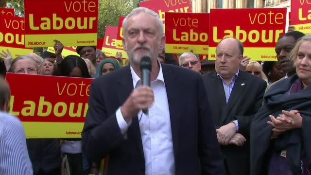 """jeremy corbyn giving a speech to supporters in croydon, saying the election will be fought """"in town halls, in streets, on beaches, on seafronts"""" - rathaus stock-videos und b-roll-filmmaterial"""