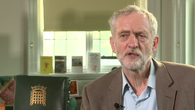 vídeos y material grabado en eventos de stock de jeremy corbyn interview on benefit cap and using autocue houses of parliament int jeremy corbyn interview sot the media treatment of any politician... - teleprompter