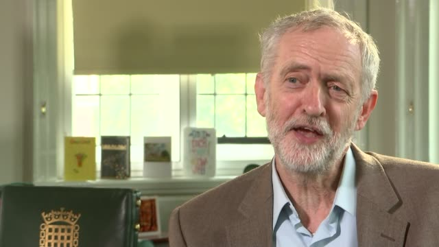 vídeos y material grabado en eventos de stock de jeremy corbyn interview on benefit cap and using autocue houses of parliament int jeremy corbyn interview sot i've never used an autocue in my life... - teleprompter