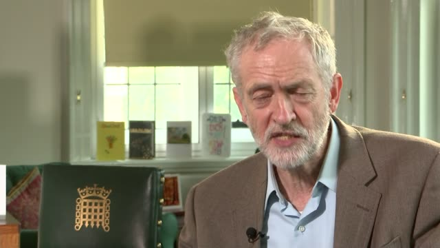 jeremy corbyn interview on benefit cap and using autocue; jeremy corbyn interview sot - i'm not into dictatorship, i'm into coming to a policy... - teleprompter stock videos & royalty-free footage