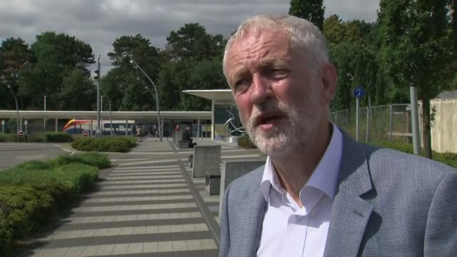vídeos y material grabado en eventos de stock de jeremy corbyn interview re wreath-laying trip to tunisia and rail fare increases; england: northamptonshire: corby: ext **audio seems slightly out of... - northamptonshire