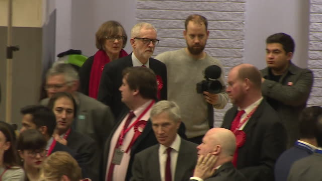 jeremy corbyn labour leader looking serious as he walks to the stage at the islington declaration on general election result night - 労働党点の映像素材/bロール