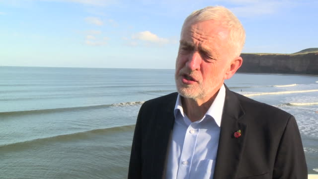 vídeos de stock, filmes e b-roll de jeremy corbyn labour leader speaks about the brexit referendum the referendum took place the issue now is how we bring people together - política e governo