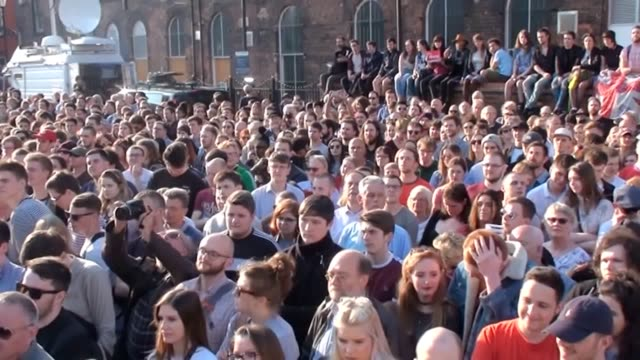 Jeremy Corbyn made a lastminute appeal for young people to register to vote as he spoke to a crowd of supporters in Hull He appeared alongside...
