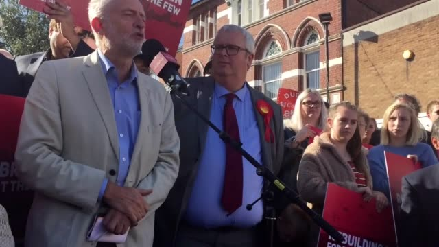 jeremy corbyn reissues his call for a general election to resolve the country's problem in a speech to around 200 party supporters in halesowen west... - west midlands stock videos & royalty-free footage