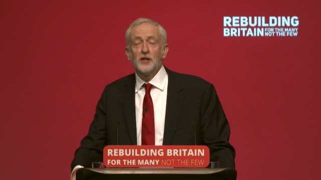 vídeos de stock e filmes b-roll de jeremy corbyn saying labour trades in hope for the many not favours for the few that is our strength and together we will change britain during the... - fazer um favor