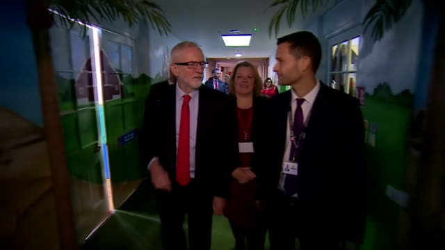 jeremy corbyn visiting a primary school in peterborough - teaching stock videos & royalty-free footage
