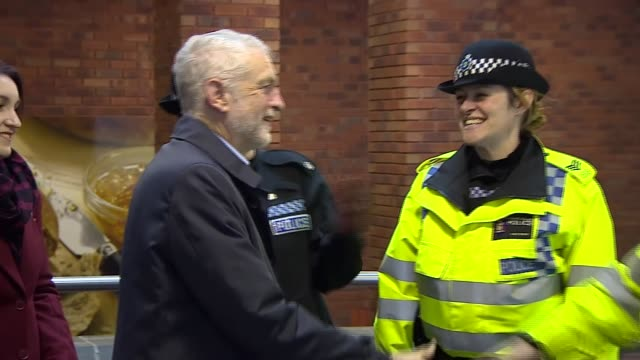 vídeos y material grabado en eventos de stock de jeremy corbyn visiting milton keynes england buckinghamshire milton keynes ext jeremy corbyn mp leaving community centre and meeting police officers... - buckinghamshire