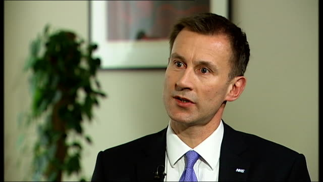 jeremy hunt delivers government's response to report on failings at mid staffordshire nhs trust england london gir int jeremy hunt mp interview sot... - health and safety点の映像素材/bロール