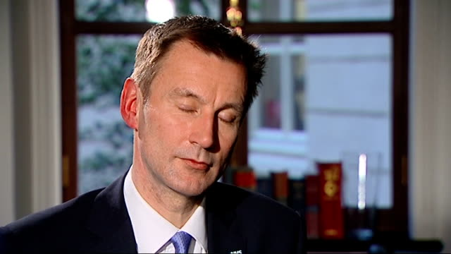 jeremy hunt delivers government's response to report on failings at mid staffordshire nhs trust london jeremy hunt interview sot [on david nicholson]... - 政治家 ジェレミー ハント点の映像素材/bロール