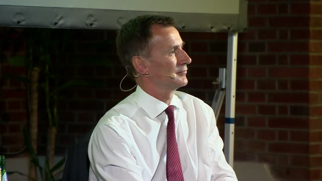 vídeos de stock, filmes e b-roll de jeremy hunt in conversation with andrew neil uk london westminster jeremy hunt qa with andrew neil part 1 london westminster int jeremy hunt mp... - andrew neil