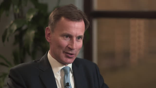 """jeremy hunt saying he is surprised more action hasn't been taken by the government to stop the spread of coronavirus - """"bbc news"""" video stock e b–roll"""