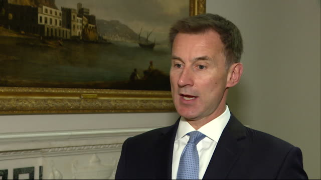 jeremy hunt talking about four russian spies who were arrested in the netherlands and that russia needs to learn that there is a red line and there... - gru点の映像素材/bロール