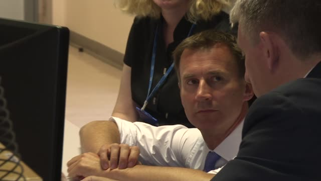 london maudsley hospital int jeremy hunt mp along into radiography room and chats with radiographer looking at brain scans jeremy hunt mp interview... - radiographer stock videos & royalty-free footage