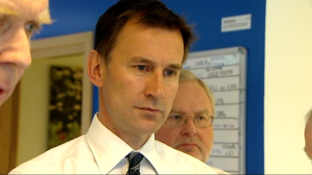 jeremy hunt visits king's college hospital england london camberwell king's college hospital int jeremy hunt mp washing his hands as arrives in... - patientin stock-videos und b-roll-filmmaterial