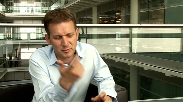 vidéos et rushes de int jeremy kyle interview sot why he didn't write an autobiography what he was aiming for with new book describing himself as the most hated man in... - autobiographie
