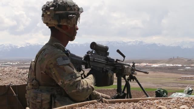 jeremy ortiz from ontario california with the us army's 2nd battalion 87th infantry regiment 3rd brigade combat team 10th mountain division keeps... - conflittualità video stock e b–roll
