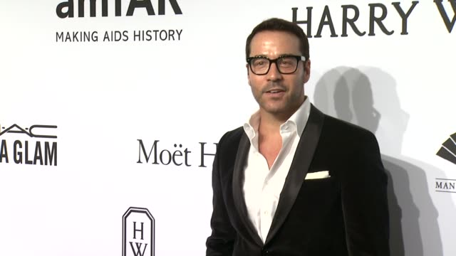 jeremy piven at 2015 amfar new york gala at cipriani, wall street on february 11, 2015 in new york city. - jeremy piven stock videos & royalty-free footage