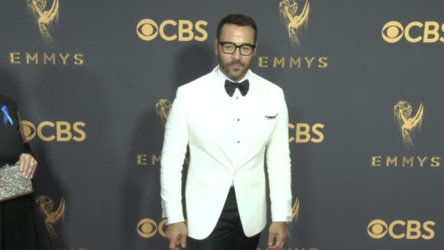 jeremy piven at 69th annual primetime emmy awards in los angeles, ca 9/17/17 - annual primetime emmy awards stock-videos und b-roll-filmmaterial