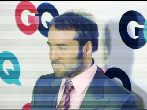 jeremy piven at the gq's 2005 'men of the year' celebration at mr. chow beverly hills in beverly hills, california on december 2, 2005. - jeremy piven stock videos & royalty-free footage