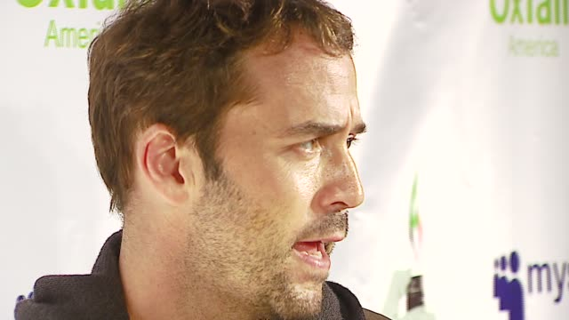 jeremy piven at the rock for darfur launch party at private residence in beverly hills, california on october 12, 2006. - jeremy piven stock videos & royalty-free footage