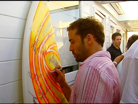 jeremy piven at the smashbox cosmetics celebration of july 4th at polaroid beach house in malibu, california on july 4, 2006. - jeremy piven stock videos & royalty-free footage