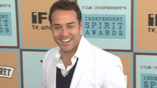 jeremy piven at the the 21st annual ifp independent spirit awards in santa monica california on march 4 2006 - ifp independent spirit awards stock videos and b-roll footage
