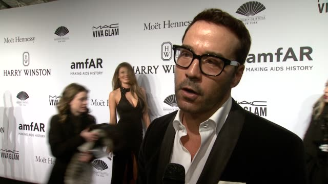 jeremy piven on amfar, helping the cause and the new entourage movie at 2015 amfar new york gala at cipriani, wall street on february 11, 2015 in new... - jeremy piven stock videos & royalty-free footage