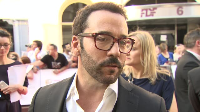 jeremy piven on what he loves about uk television and the entourage movie at the royal opera house on may 18, 2014 in london, england. - jeremy piven stock videos & royalty-free footage