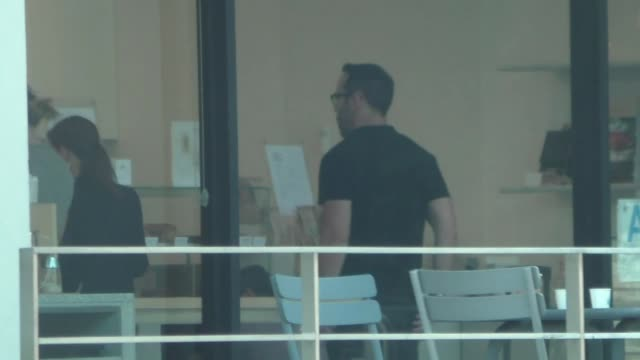 jeremy piven stops for coffee in beverly hills at celebrity sightings in los angeles on september 13, 2019 in los angeles, california. - jeremy piven stock videos & royalty-free footage
