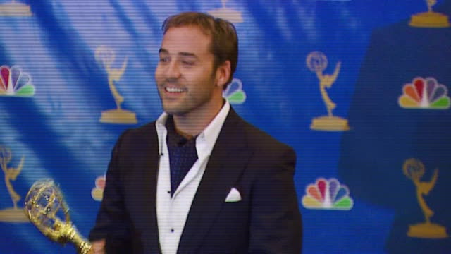 jeremy piven winner best supporting actor in a comedy series for 'entourage' at the 2006 emmy awards press room at the shrine auditorium in los... - best supporting actor stock videos & royalty-free footage