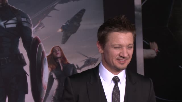 vídeos y material grabado en eventos de stock de jeremy renner at the captain america the winter soldier los angeles premiere at the el capitan theatre on march 13 2014 in hollywood california - cines el capitán
