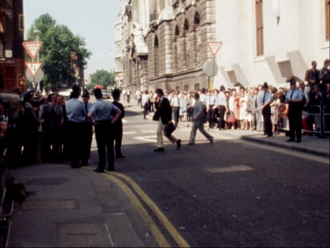 england london old bailey ext george deakin leaves court with wife / john le mesurier out and into taxi vquickly / thorpe out and surrounded by crowd... - acquittal stock videos and b-roll footage