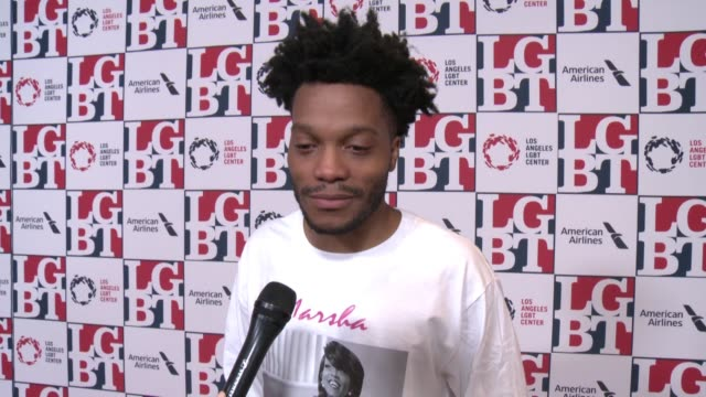 stockvideo's en b-roll-footage met interview jermaine fowler on why it's important to support the lgbt center and community at los angeles lgbt center's 48th anniversary gala vanguard... - anniversary gala vanguard awards