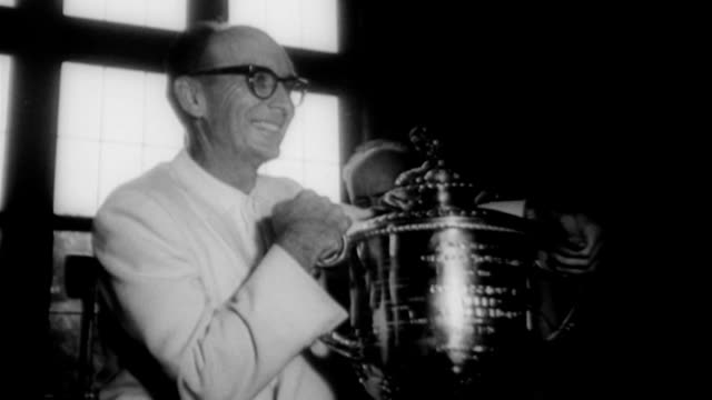 vídeos de stock e filmes b-roll de jerry barber wins pga golf championship jerry barber wins pga golf championship on may 20 1961 in chicago illinois - 1961