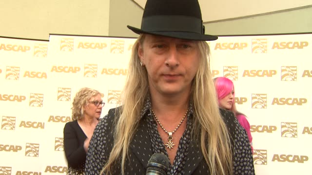 vidéos et rushes de jerry cantrell of 'alice in chains' on presenting the founder's award to ann and nancy wilson, what it takes to be a songwriter at the 26th annual... - ascap