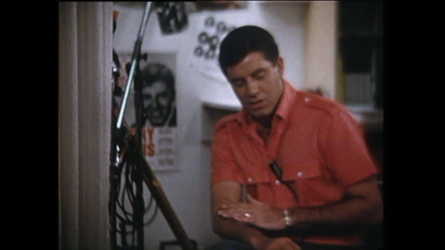 jerry lewis - talking about sound technology, making his own home movies - p6 - ラジオ放送点の映像素材/bロール