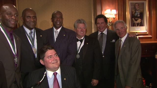 jerry rice, harry carson, andre dawson, john force, wayne newton, nick buoniconti and marc buoniconti at the the 26th annual sports legends dinner at... - wayne newton stock videos & royalty-free footage