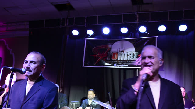 jerry rivas and charlie aponte with el gran combo singing live on march 29 in toronto, ontario, canada. the popular salsa group el gran combo de... - banquet hall stock videos & royalty-free footage