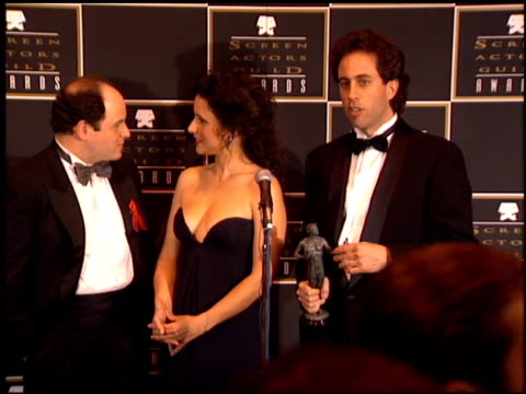 stockvideo's en b-roll-footage met jerry seinfeld at the 1995 screen actors guild sag awards at universal studios in universal city california on february 25 1995 - 1995