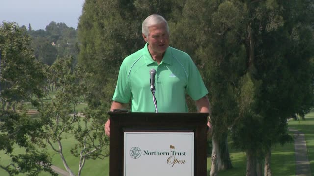 vídeos de stock, filmes e b-roll de jerry west on the upcoming tournament at northern trust open selects city of hope as official charity speech jerry west on the upcoming tournament a... - evento da associação de golfistas profissionais