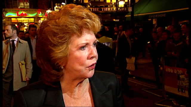 vidéos et rushes de 'jersey boys' musical opens in london: celebrity arrivals; television presenter cilla black getting out of car, speaking to press sot - this is my... - anthony minghella