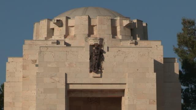 stockvideo's en b-roll-footage met jerusalem british war cemetery 3 - mannelijke gelijkenis
