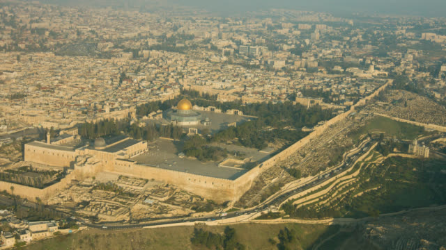 jerusalem dome of the rock mosk aerial shot - jerusalem stock videos & royalty-free footage