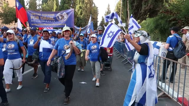 jerusalem, israel. 27 september evangelical christians taking part in the annual jerusalem sukkot parade / thousands of christians from around the... - eddie gerald stock videos & royalty-free footage