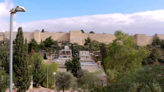 vidéos et rushes de panorama de jérusalem de yemin moshe - vidéo de stock - lieu d'habitation
